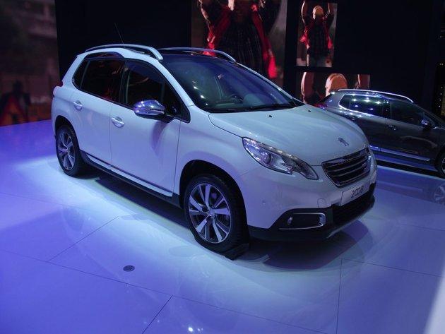 Peugeot-2008-Live-Salon-Gene-ve-2013-18-jpg_083023